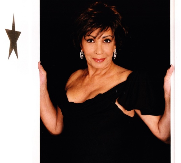 Shirley Bassey - Luxetentations.fr